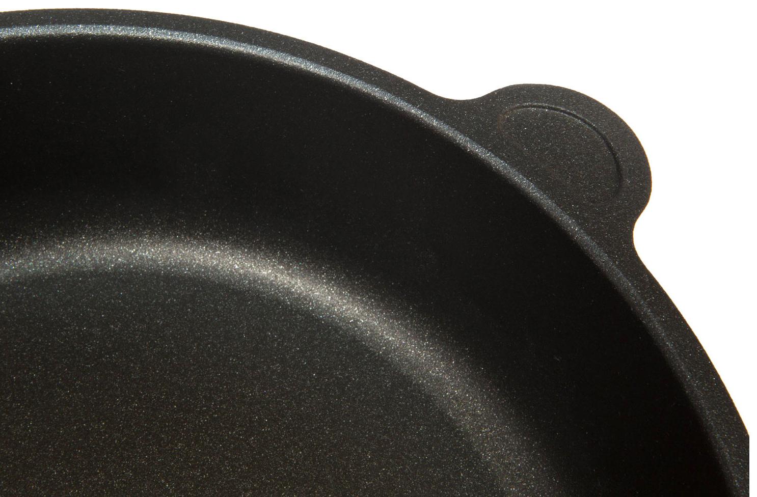 Поверхность сковороды AMT Gastroguss