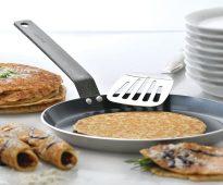 Сковорода блинная с блинами