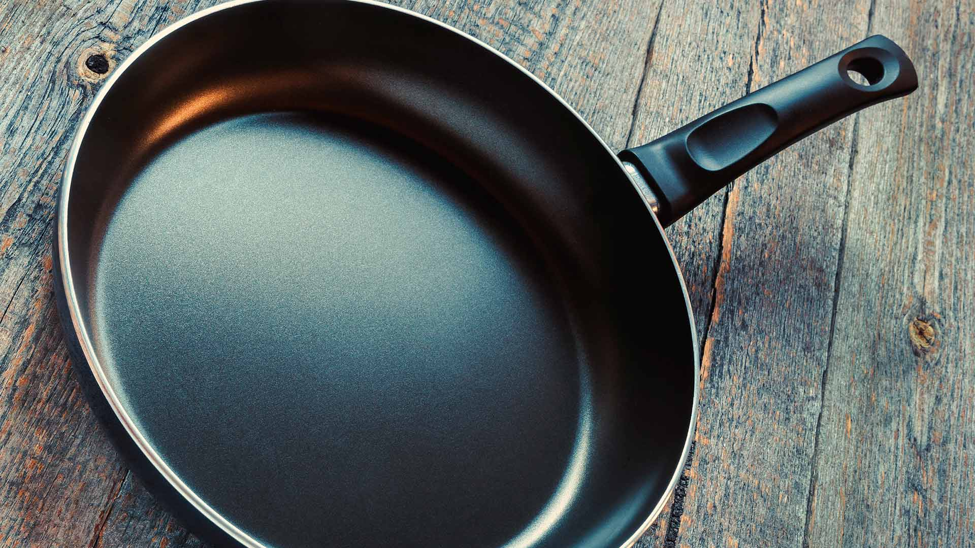 сковорода с тефлоновым покрыием
