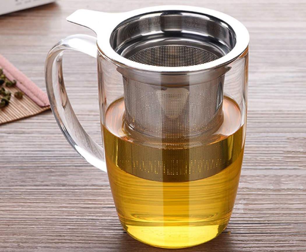 заварочная кружка с чаем