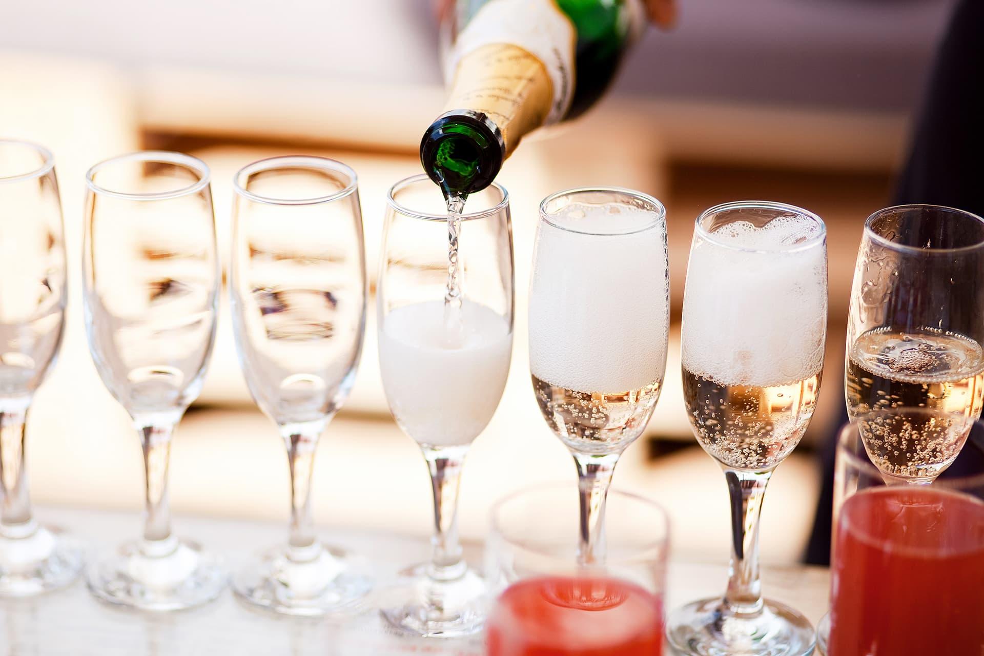 Шампанское в бокалах фото