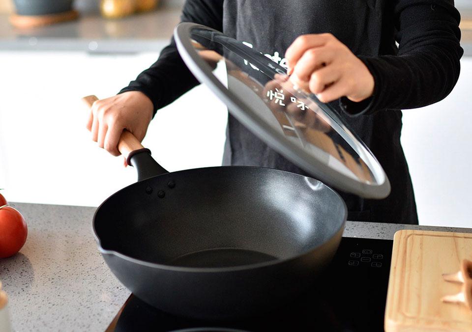 измерить диаметр сковородок