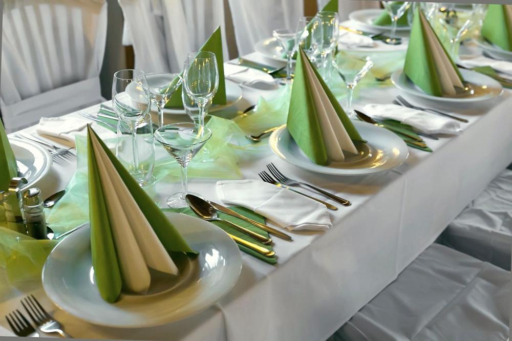 салфетки на праздничном столе