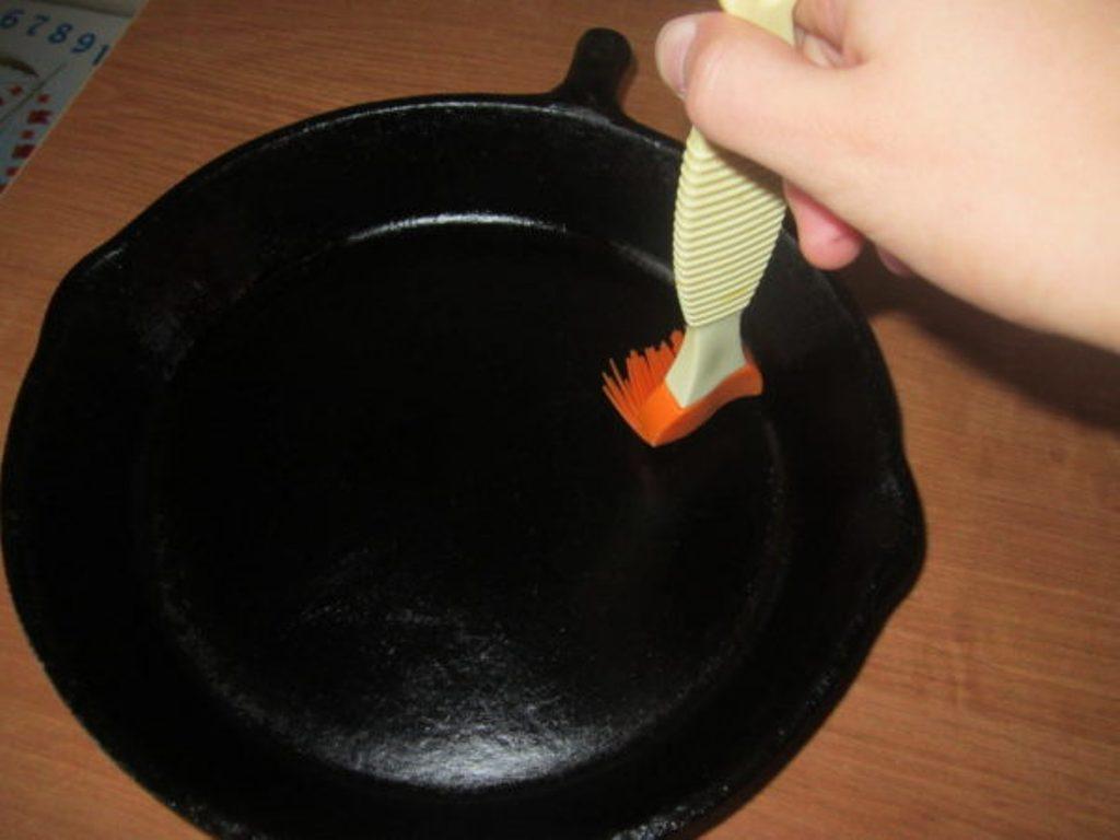 прокаливание сковороды с маслом