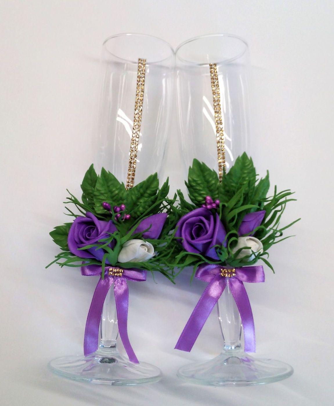 бокалы с букетиками цветов
