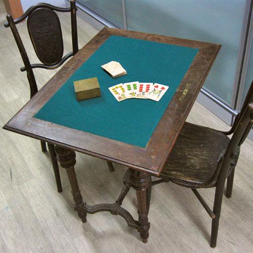 Ломберный столик для игры в карты